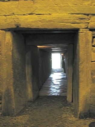Maeshowe pasadizo hacia entrada