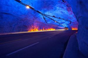crédito: túnel de Laerdal [CC BY-SA 3.0], via Wikimedia Commons