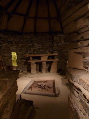 interior de casa neolítica de Skara Brae